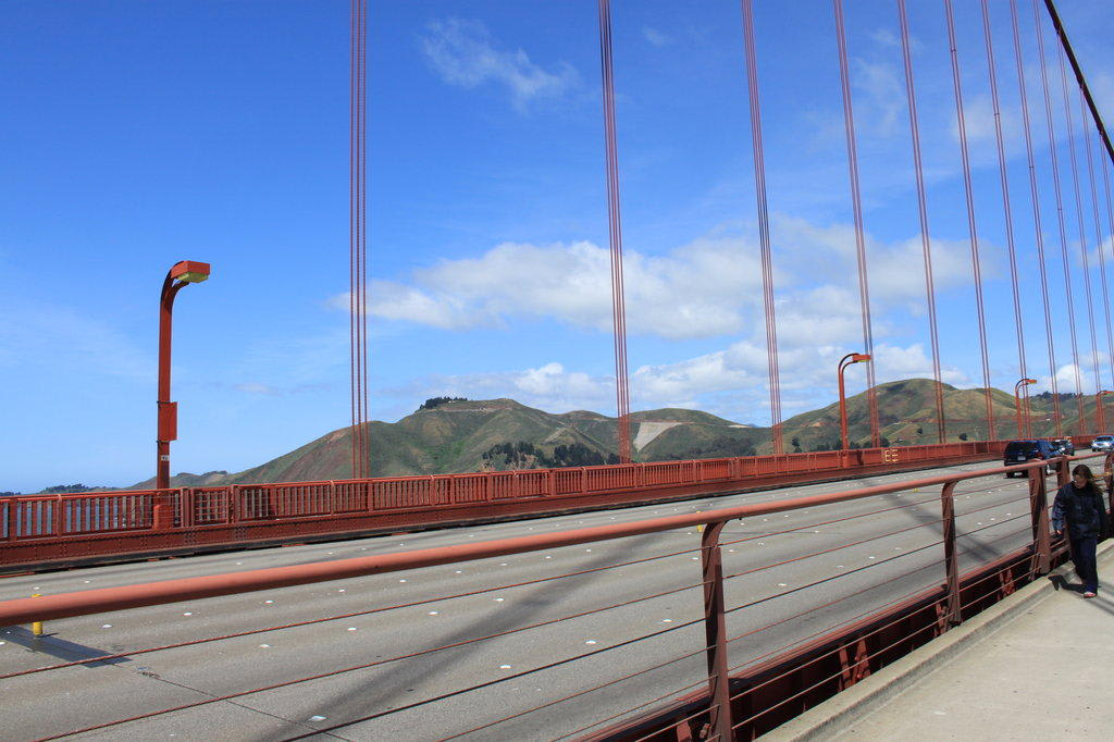 bild sechs fahrspuren auf der golden gate bridge zu. Black Bedroom Furniture Sets. Home Design Ideas