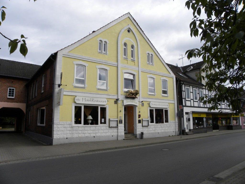 Ambiente Winsen Aller : bild restaurant ambiente winsen aller zu restaurant ~ Watch28wear.com Haus und Dekorationen