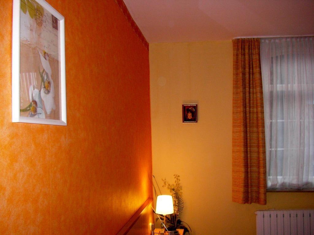 bild farbgestaltung zimmer 14 zu hotel am kurpark. Black Bedroom Furniture Sets. Home Design Ideas