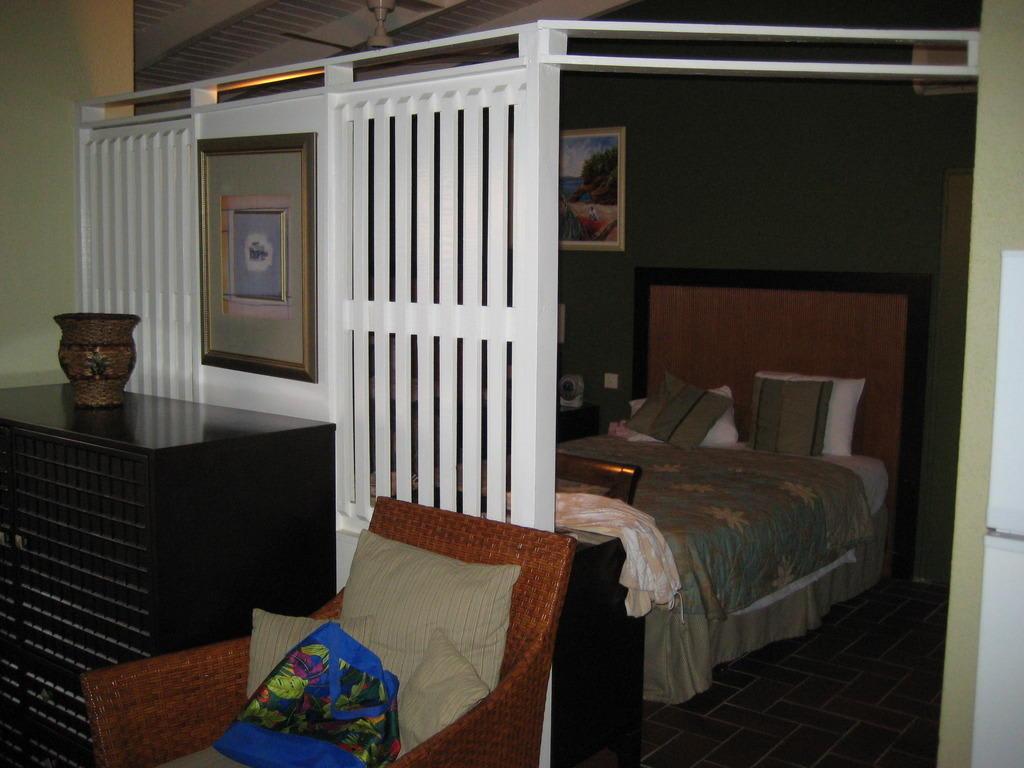 """Bild """"Trennwand zwischen Wohn- und Schlafzimmer"""" zu Hotel Blue Horizons Garden Resort in Grand Anse"""