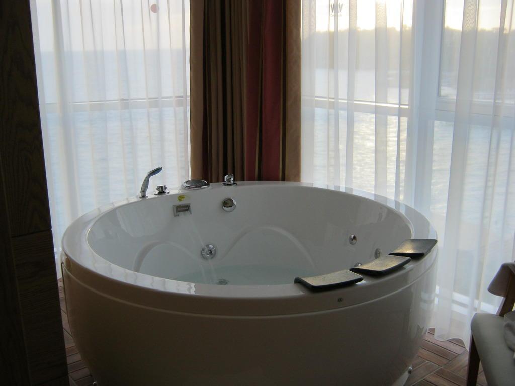 Bild whirlpool im zimmer zu granada luxury resort spa for Zimmer mit whirlpool bayern