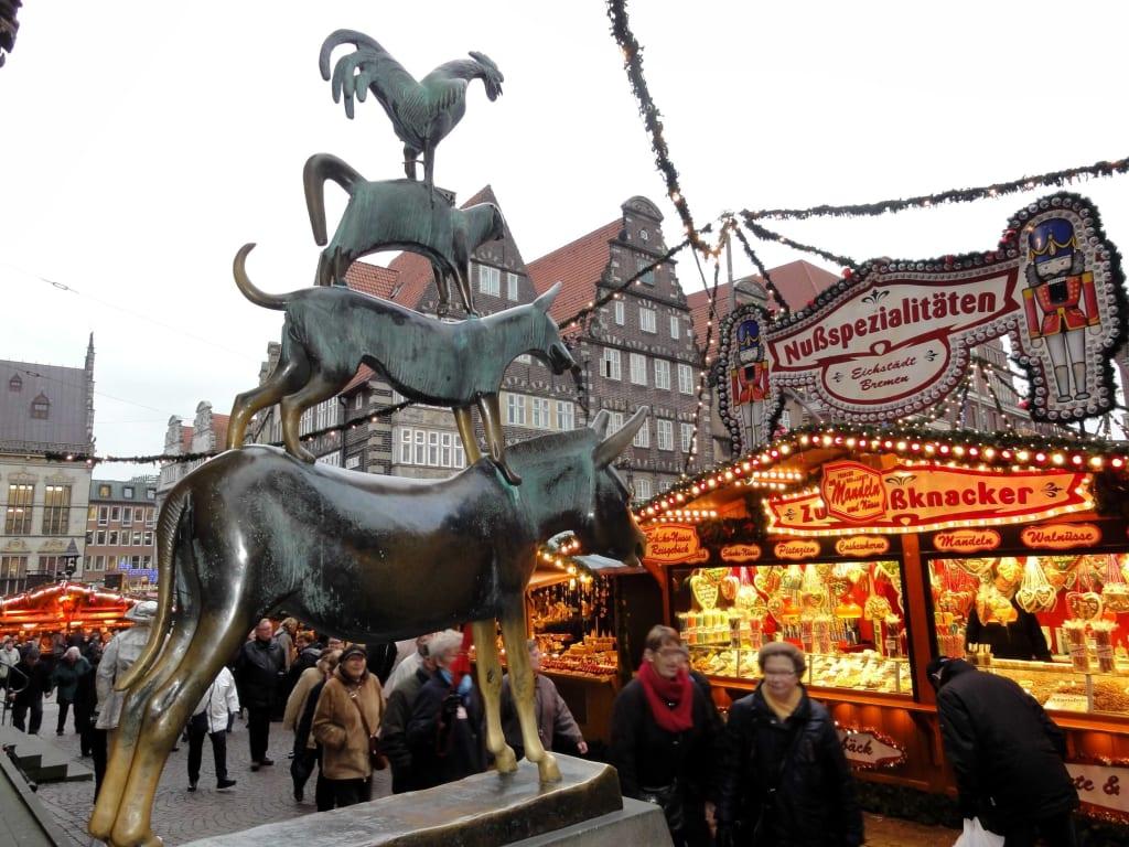 Bremen Weihnachtsmarkt.Bild Die Stadtmusikanten Und Der Weihnachtsmarkt Zu Bremer