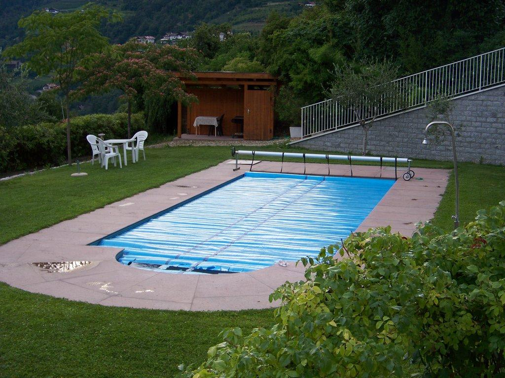Bild garten mit pool zu apartmenthotel am sonnenhang in for Garten pool polyesterbecken