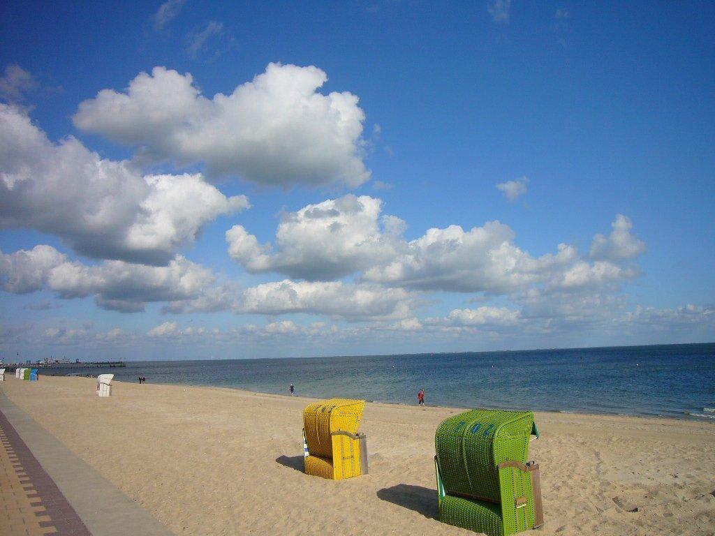 bild strand in wyk zu strandpromenade wyk auf f hr in. Black Bedroom Furniture Sets. Home Design Ideas