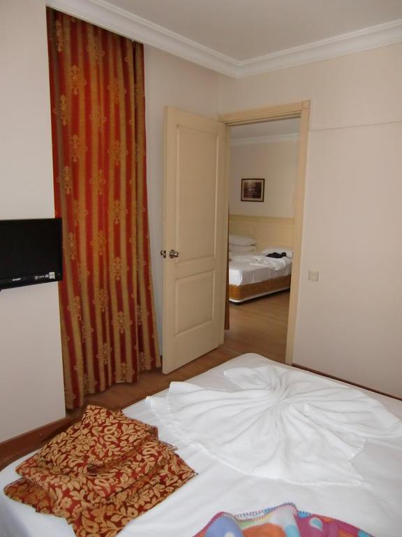 Bild familienzimmer mit verbindungst r zu hotel grand for Hotels mit familienzimmer in hamburg