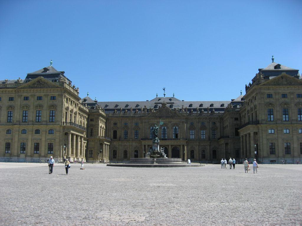 bild schloss w rzbutg zu residenz w rzburg in w rzburg. Black Bedroom Furniture Sets. Home Design Ideas
