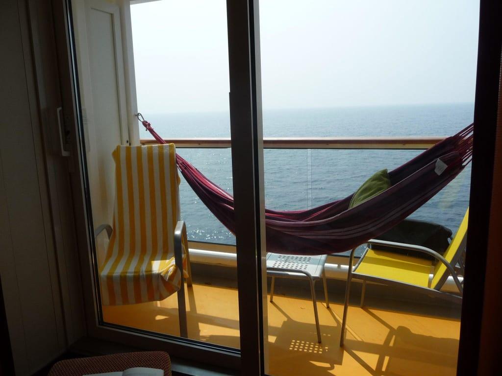 bild ruhezone balkon mit h ngematte zu aidadiva in. Black Bedroom Furniture Sets. Home Design Ideas