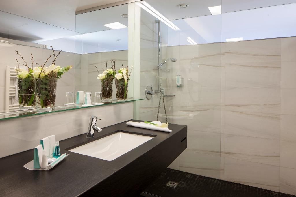 """Hotel Wien Dusche Im Zimmer : Bild """"Badezimmer mit Dusche"""" zu Austria Trend Hotel Congress Innsbruck"""