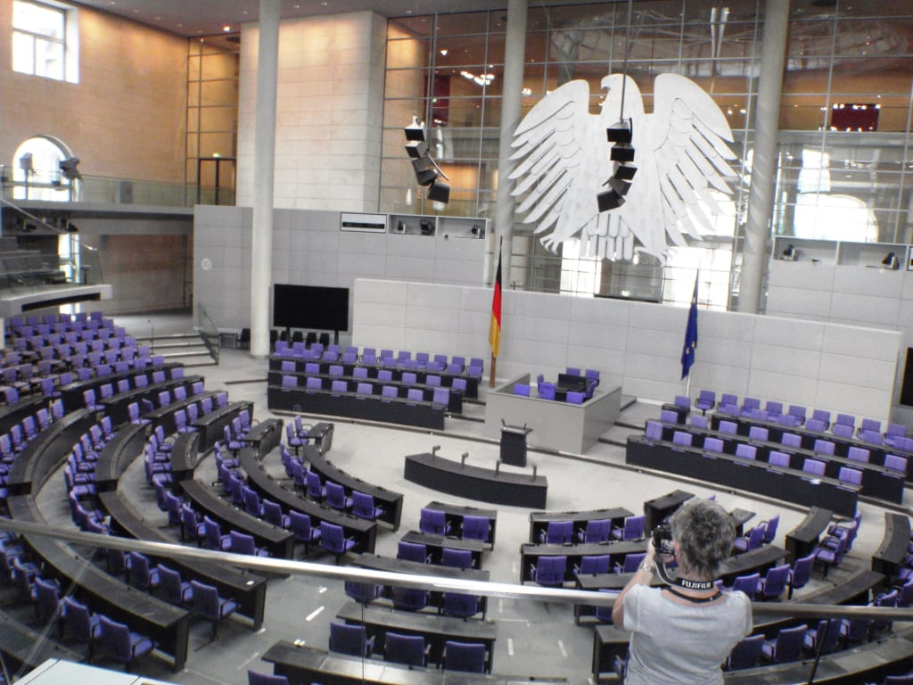 bild plenarsaal zu bundestag reichstag in berlin mitte. Black Bedroom Furniture Sets. Home Design Ideas