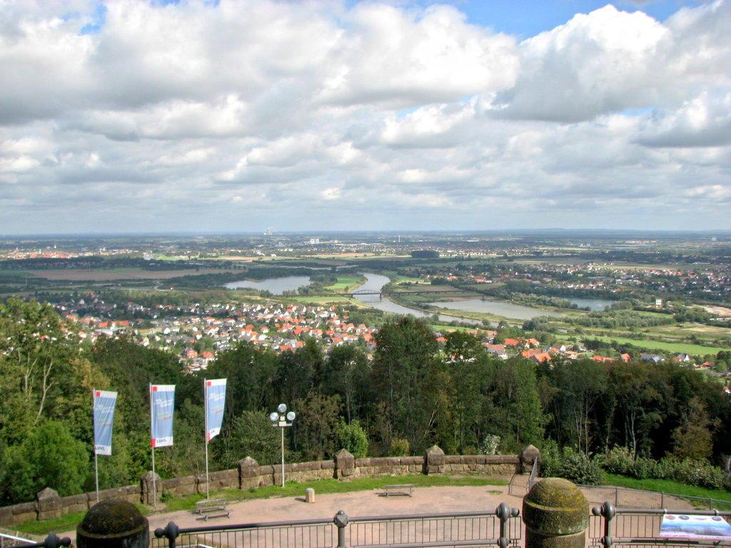 Bild blick von oben zur weser und zur porta zu kaiser - Porta westfalica mobel ...