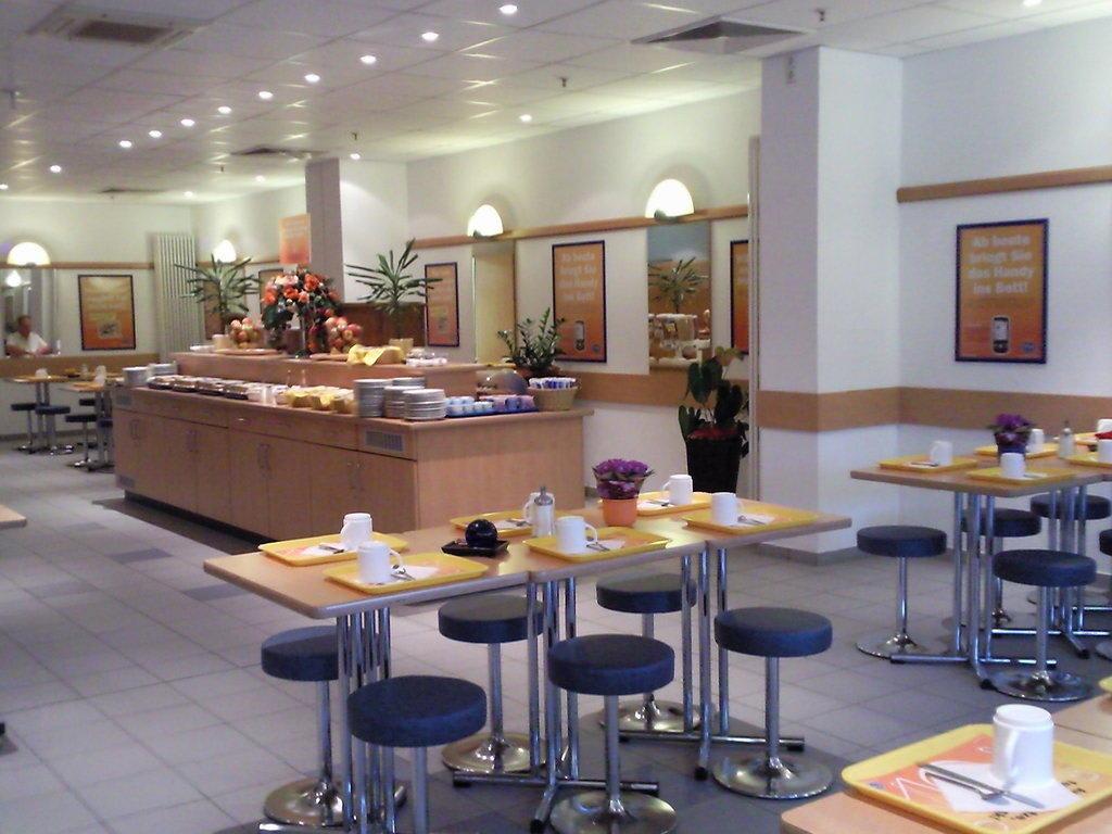 bild fr hst cksraum zu ibis budget hotel hamburg city ost in hamburg. Black Bedroom Furniture Sets. Home Design Ideas