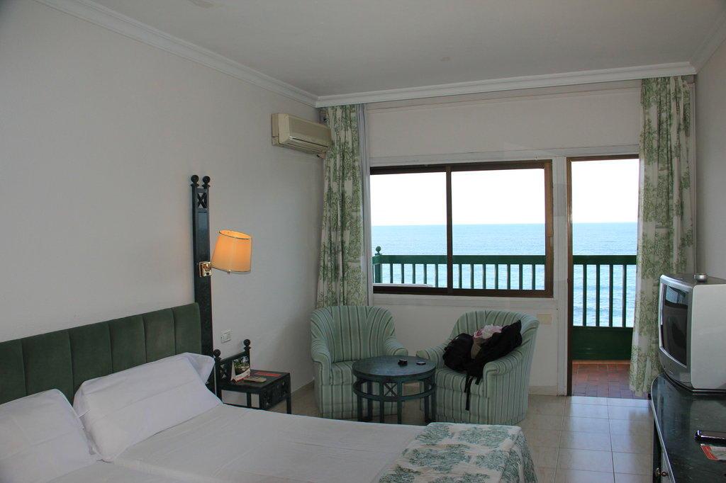 bild zimmer mit meerblick zu hotel sol puerto playa in puerto de la cruz. Black Bedroom Furniture Sets. Home Design Ideas