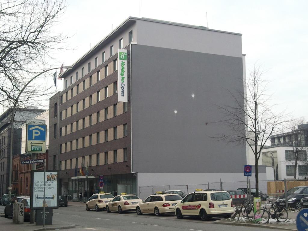 bild hotel von au en zu hotel holiday inn express hamburg st pauli messe in hamburg. Black Bedroom Furniture Sets. Home Design Ideas