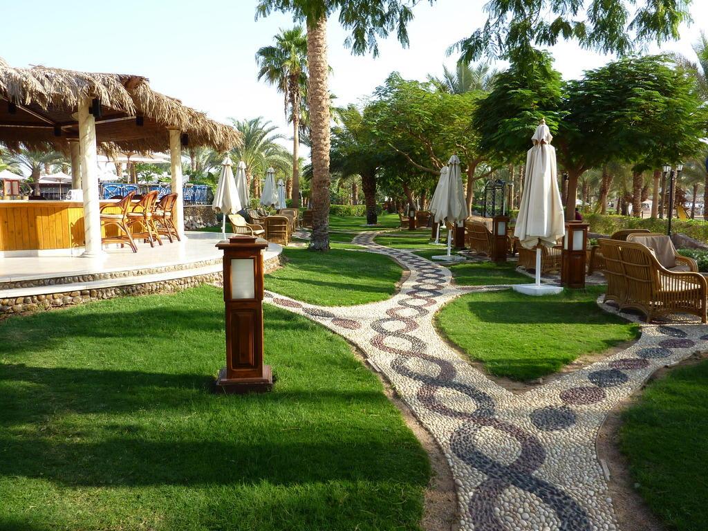 bild sch ne gehwege in der gartenanlage zu hotel hilton sharm el sheikh fayrouz resort in. Black Bedroom Furniture Sets. Home Design Ideas