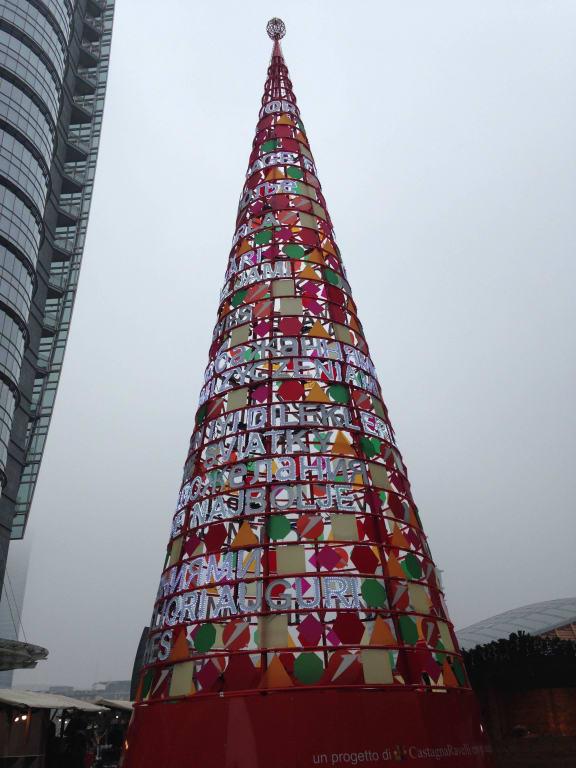Moderner Weihnachtsbaum.Bild Moderner Weihnachtsbaum Zu Piazza Gae Aulenti In Mailand