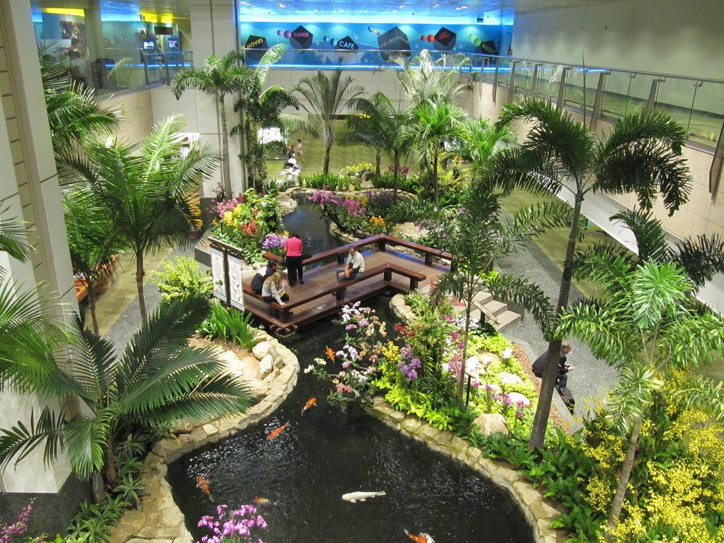 Bild wundersch ner teich im terminal 2 zu flughafen singapur changi sin in singapur - Japanese interior home garden ideas ...