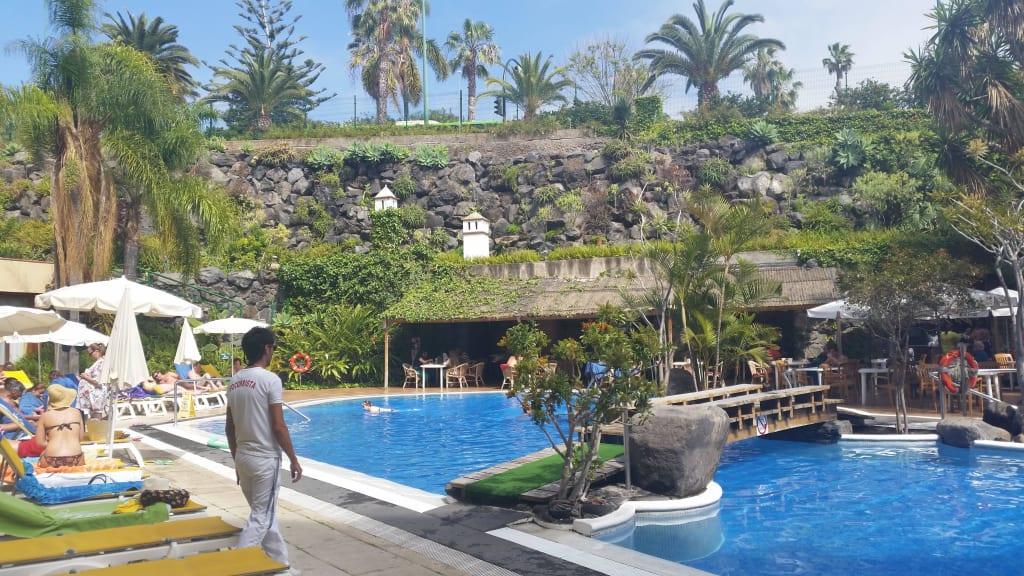 Bild piscina inferior zu hotel puerto de la cruz in for Piscina la ballena tenerife