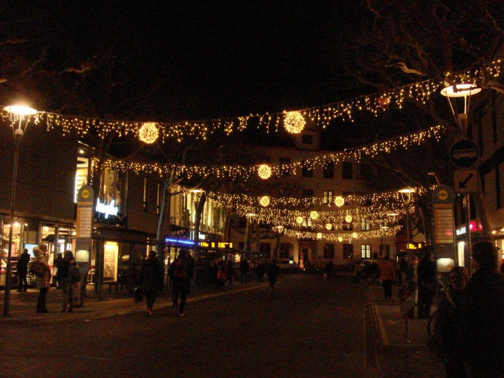 Weihnachtsmarkt Mainz.Bild Alte Universitätsstraße Mit Schöner Beleuchtung Zu