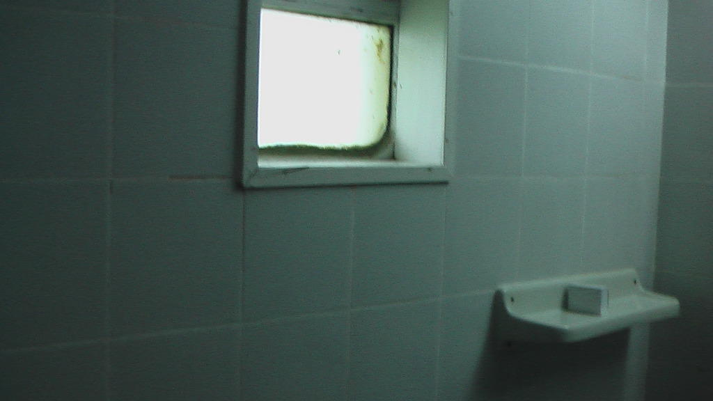 bild badezimmer fenster zu hotel ceysands geschlossen in bentota. Black Bedroom Furniture Sets. Home Design Ideas