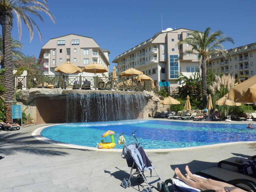 Bild quot2 pool mit wasserfallquot zu hotel novum garden side in for Katzennetz balkon mit novum garden hotel