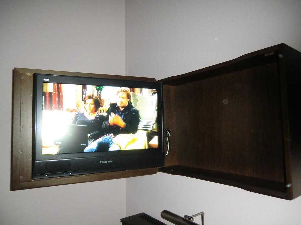 tv schrank schwenkbar m bel design idee f r sie. Black Bedroom Furniture Sets. Home Design Ideas