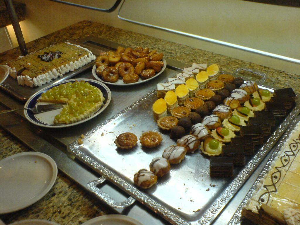 bild kuchen buffet 2 zu hotel royal kenz in port el kantaoui. Black Bedroom Furniture Sets. Home Design Ideas
