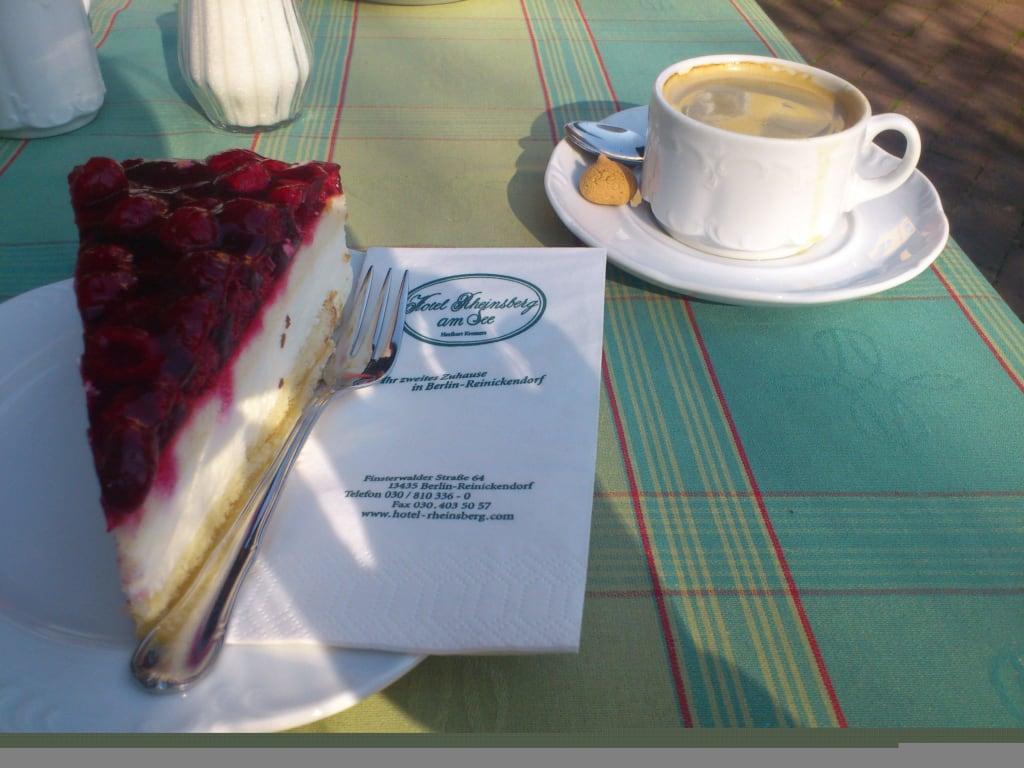Bild Lecker Kaffee Und Kuchen Zu Restaurant Rheinsberg Am See In