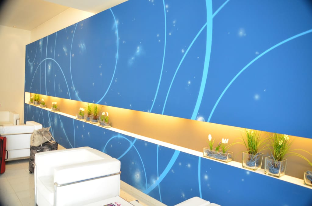 bild blaue wand eingangsbereich zu blauzeit designhotel in ludwigsburg. Black Bedroom Furniture Sets. Home Design Ideas
