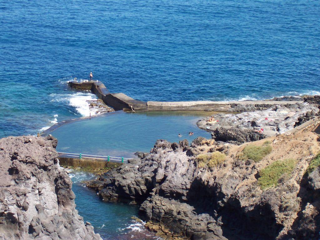 Bild meerwasserpool los gigantes puerto santiago zu naturschwimmbecken in los gigantes - Puerto de los gigantes ...