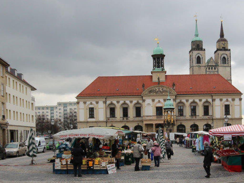 bild blick auf den alten markt zu alter markt in magdeburg. Black Bedroom Furniture Sets. Home Design Ideas