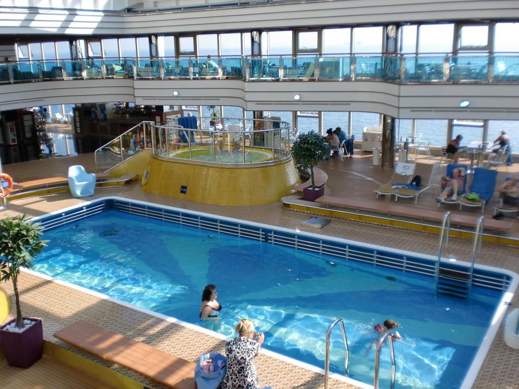 Bild costa luminosa pool zu costa luminosa in - Costa luminosa piscine ...