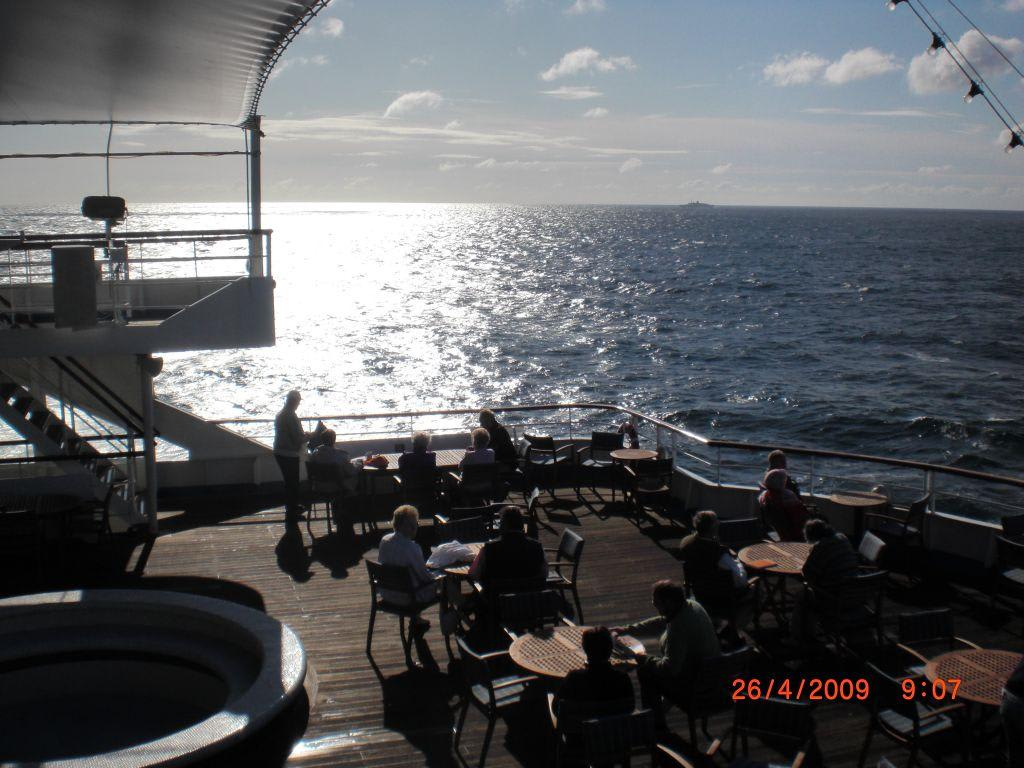 Entspannung auf dem Pooldeck Bilder Deck Delphin