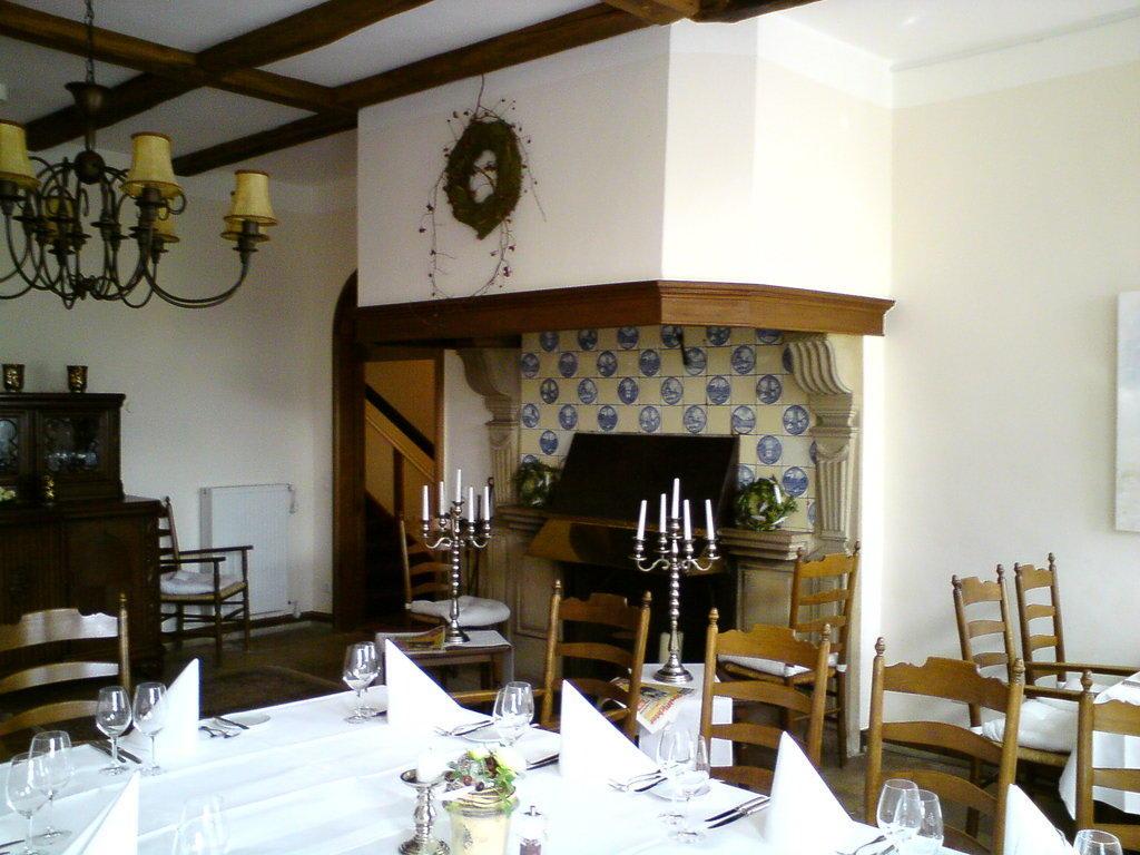 bild kamin im restaurant zu hotel marienhof baumberge in. Black Bedroom Furniture Sets. Home Design Ideas