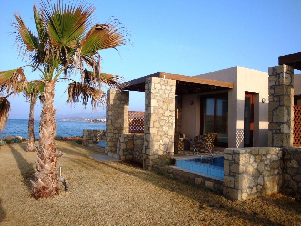 bild bungalows seafront mit eigenem pool zu ikaros beach luxury resort spa in malia. Black Bedroom Furniture Sets. Home Design Ideas