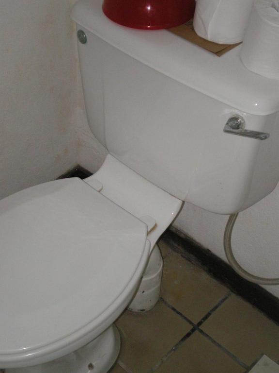 bild wc fliesen zu hotel jetwing tropical villas in beruwala beruwela. Black Bedroom Furniture Sets. Home Design Ideas