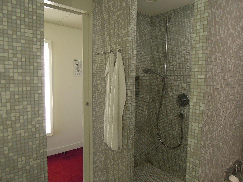 Dusche Gemauert Ohne Glas : Bild Dusche ohne Tür zu Empire Riverside ...