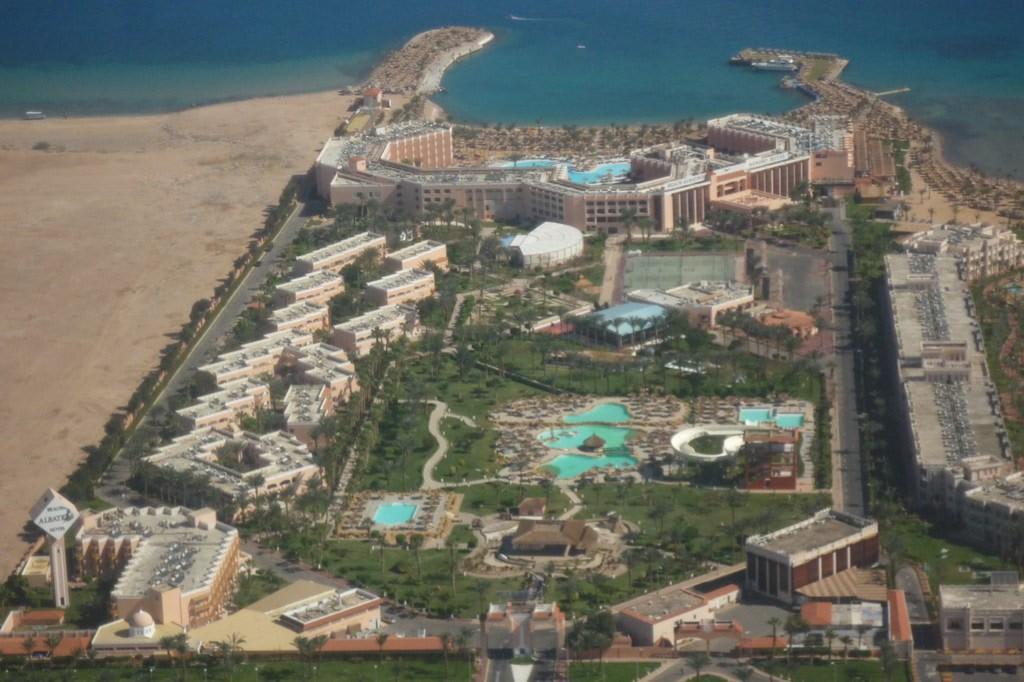 Bild beach albatros hurghada von oben zu hotel beach albatros resort spa in hurghada - Foto van sallon ...