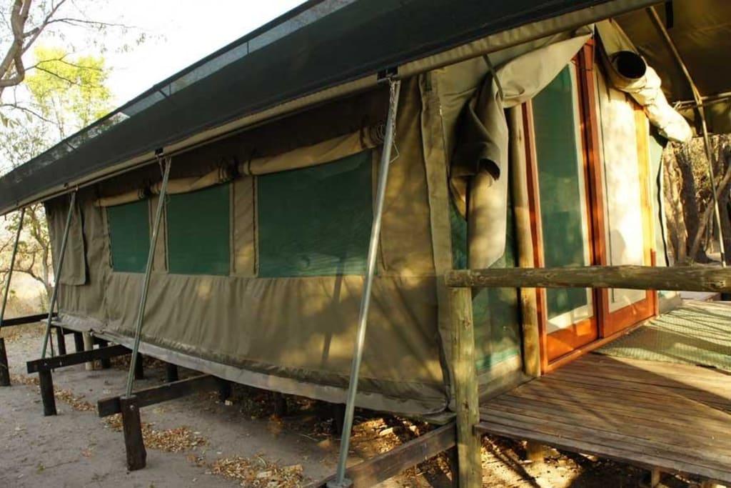 Zelt Terrasse : Bild u0026quot;Zelt mit kleiner Terrasse u0026quot; zu Hotel Ndhovu Safari