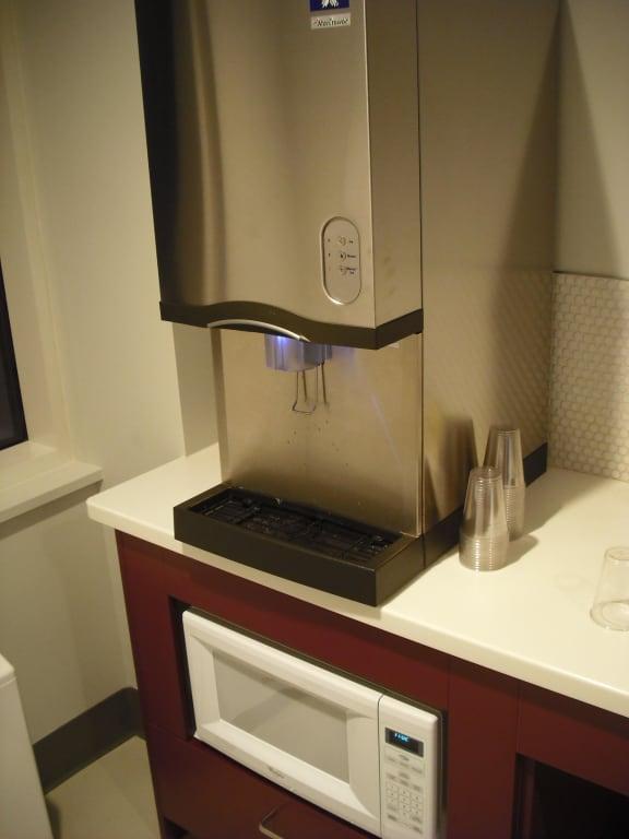 Wasser-/Eisautomat und Mikrowelle Bilder Sonstiges Motiv Hotel Yotel New York at Times Square West