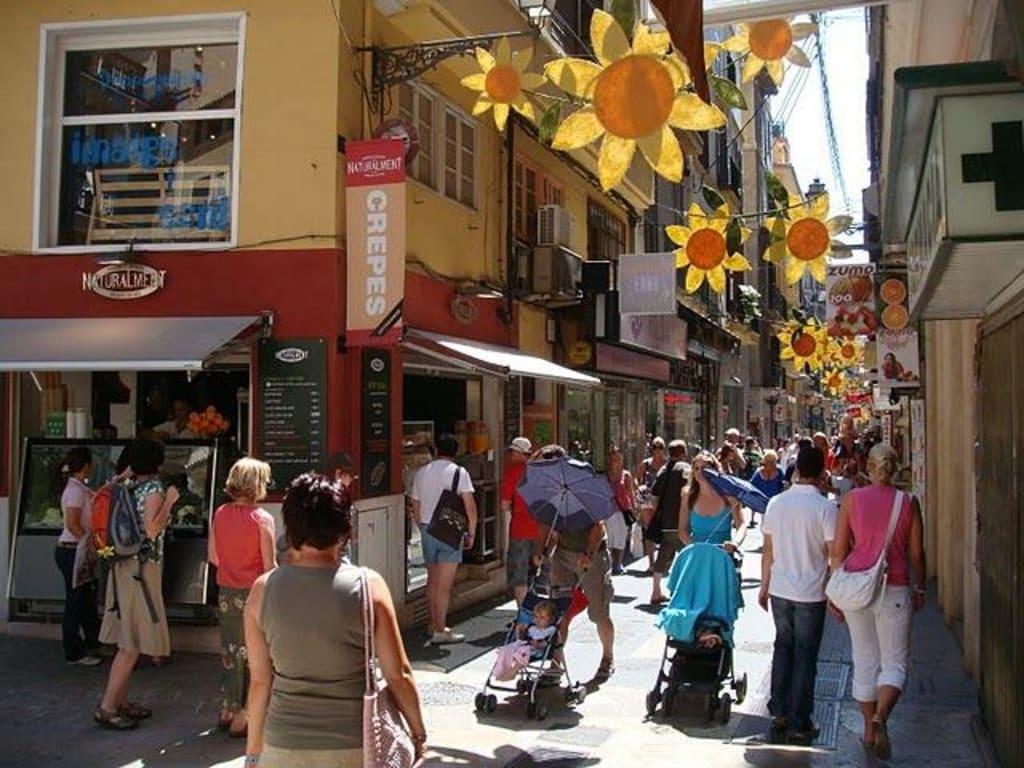 Bild blick auf die einkaufsmeile zu altstadt palma de - Muebles baratos palma de mallorca ...