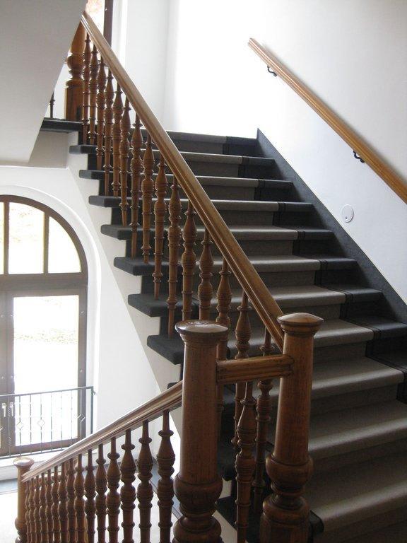 bild treppenhaus im altbau zu g bel s vital hotel bad sachsa in bad sachsa. Black Bedroom Furniture Sets. Home Design Ideas
