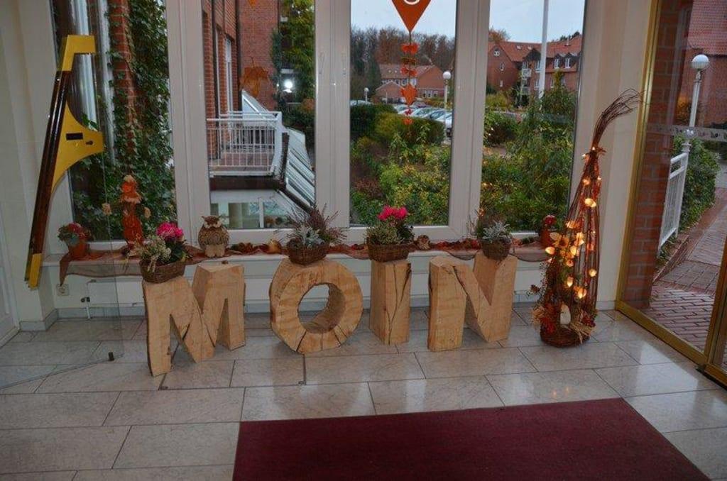 Bild Eingang mit Herbstdeko zu Ringhotel Hohe Wacht in