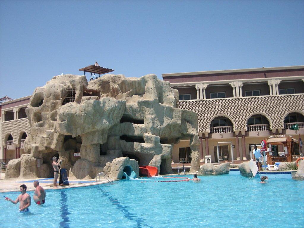 Bild pool mit rutsche zu sentido mamlouk palace resort - Pool rutsche ...