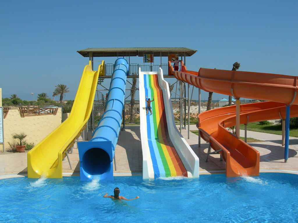 Toboggan piscine for Toboggan piscine privee