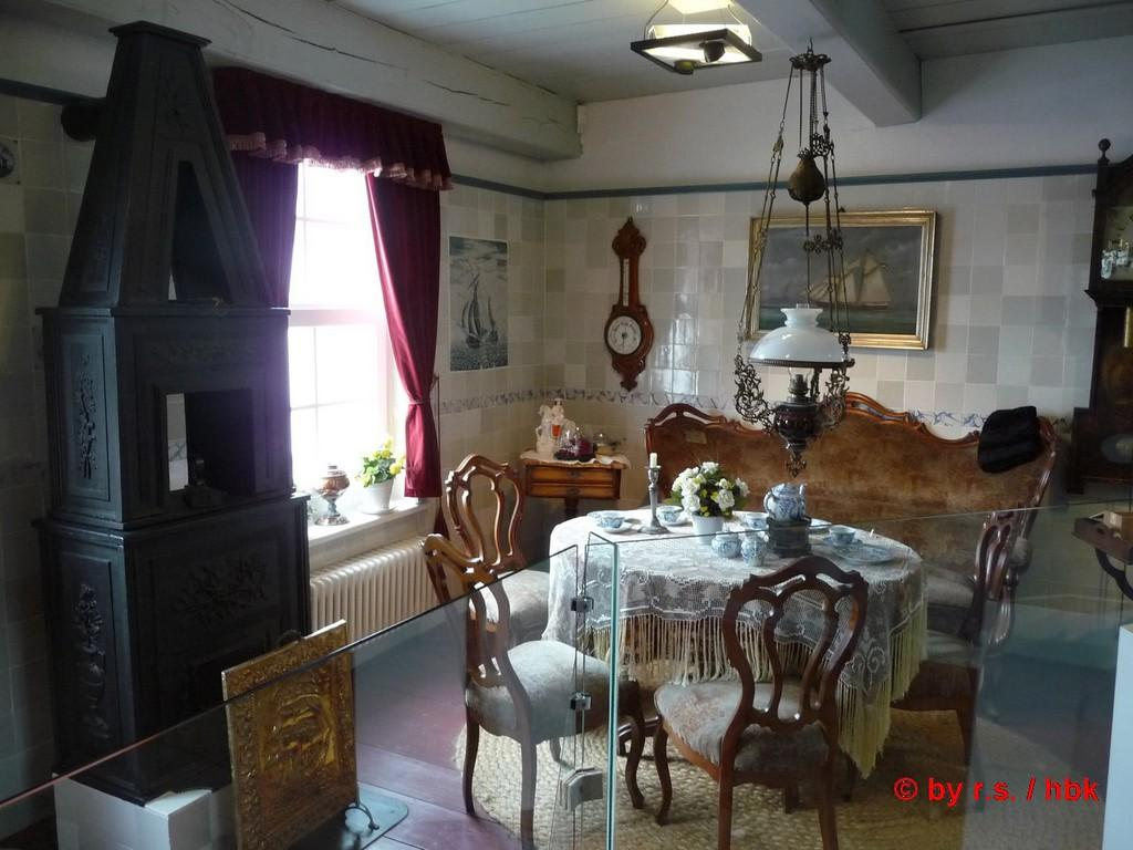 """bild """"so sah ein wohnzimmer früher aus"""" zu sielhafenmuseum in"""