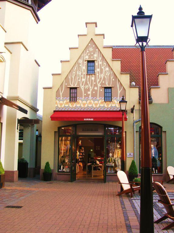 wertheim village hotels in der nähe