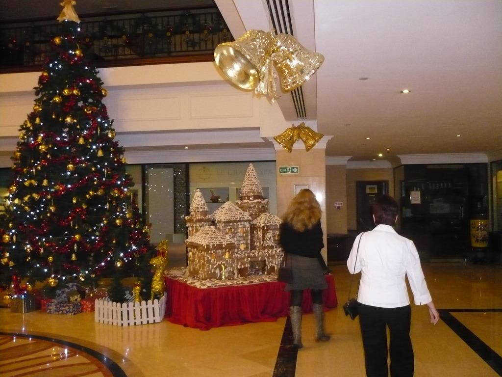 weihnachten in der lobby bilder lobby eingang excelsior. Black Bedroom Furniture Sets. Home Design Ideas