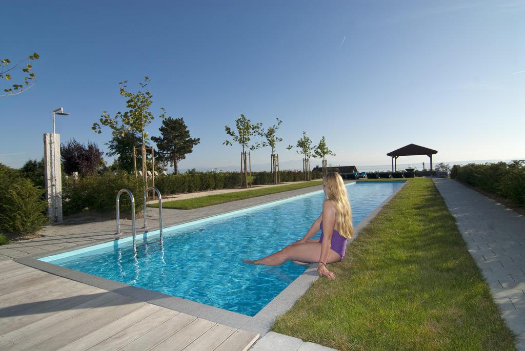 bild poolanlage zu burgunderhof familie renn in hagnau. Black Bedroom Furniture Sets. Home Design Ideas