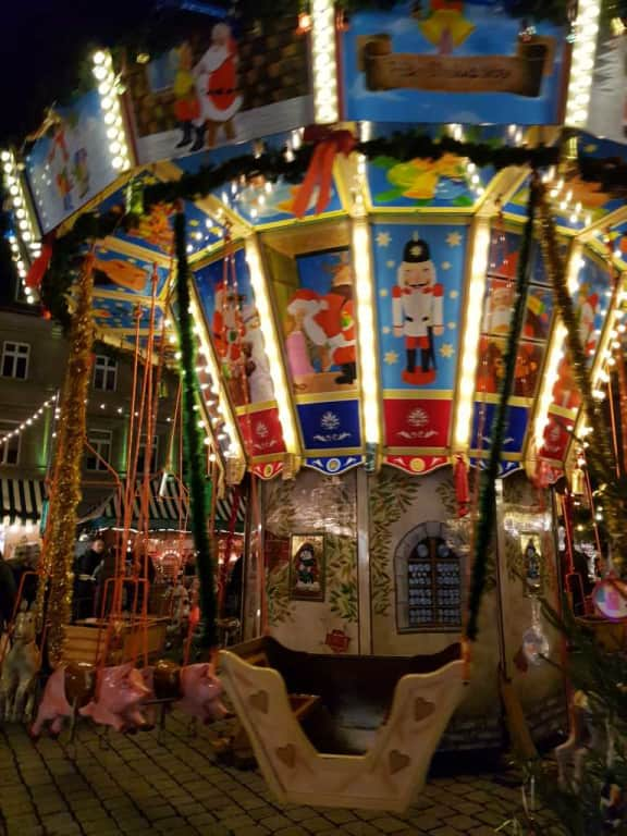 Weihnachtsmarkt Fürth.Bild Kinderkarussell Zu Weihnachtsmarkt Fürth In Fürth