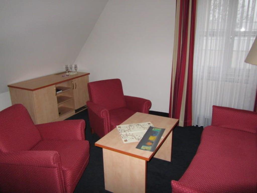 bild wohn arbeitszimmer sitzgruppe zu hotel alte reichsbank in schweinfurt. Black Bedroom Furniture Sets. Home Design Ideas